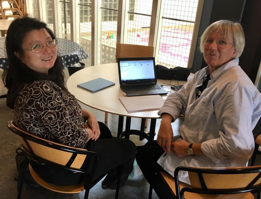 Yovela och Ingrid skriveravtal